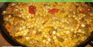 Paella de garbanzos y espinacas